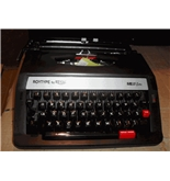 Royal ME25 Portable Manual Typewriter