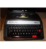 Royal MS25 Extra Portable Manual Typewriter